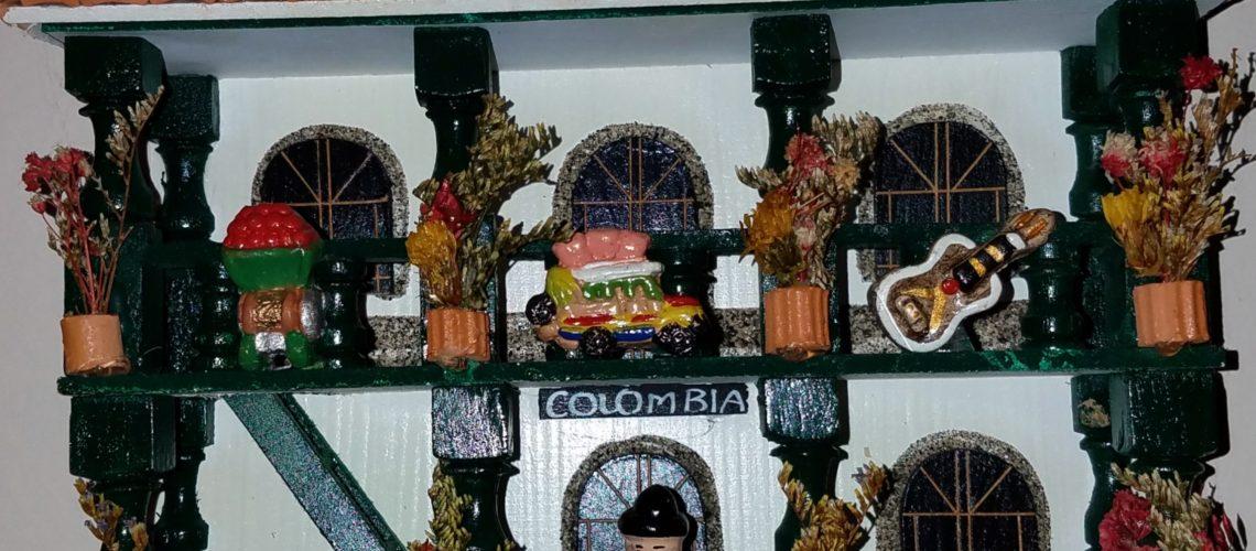 COLOMBIANADAS LEJOS DE CASA